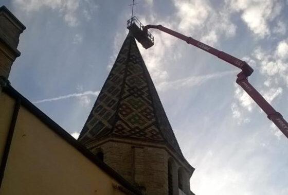 L'église Saint Baudèle privée temporairement de sa flèche