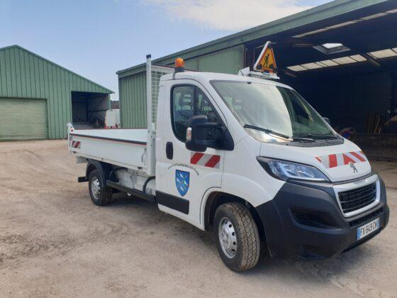 Un nouveau véhicule utilitaire benne pour l'équipe des services techniques de Plombières-lès-Dijon