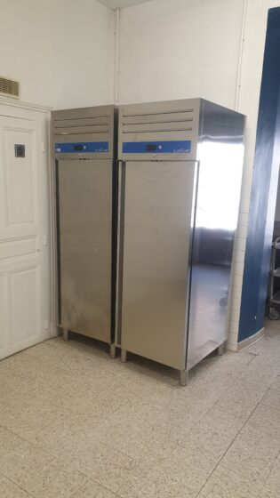 Installation de 2 nouvelles armoires froides à la salle des Banquets